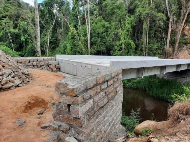 Concluídas as obras de contenção das cabeceiras das pontes do Areado e do Sertão dos Corrêa