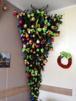Árvore de Natal invertida vira atração