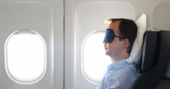 Veja 5 dicas para conseguir dormir tranquilo no avião e no ônibus