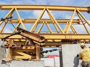 Treliça chega à ponte do Rio Tubarão