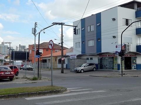 Um dos novos equipamentos foi instalado Av. Pedro Zapelini, esquina com a Rua Rui Barbosa. - Foto: Silvana Lucas/Notisul.