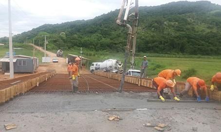Primeira rampa da ponte de Congonhas é concretada