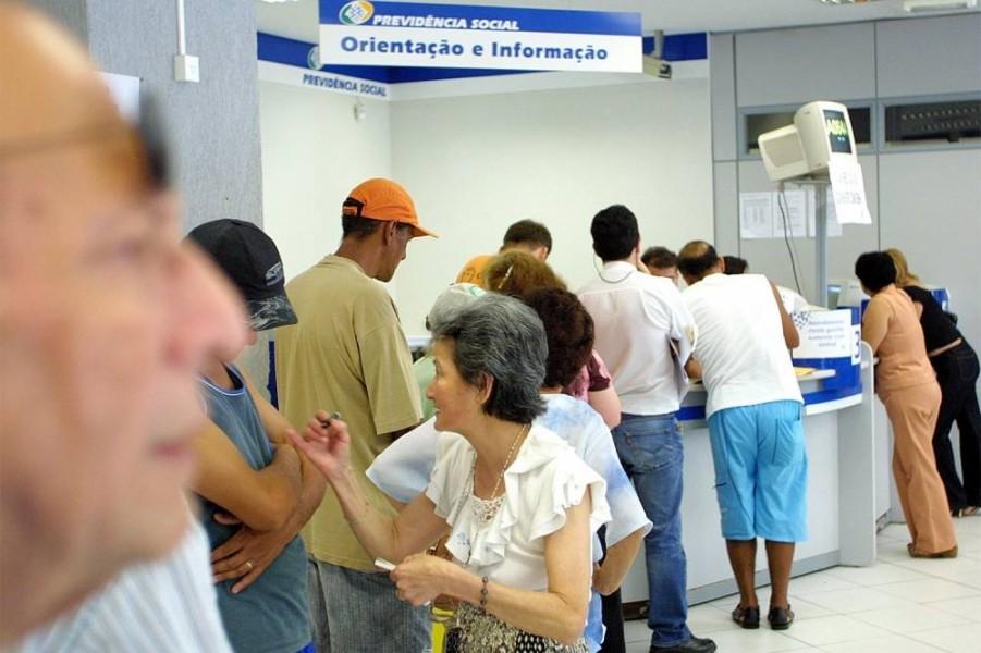 Aposentados e pensionistas que ganham mais que o mínimo terão reajuste de 2,07%